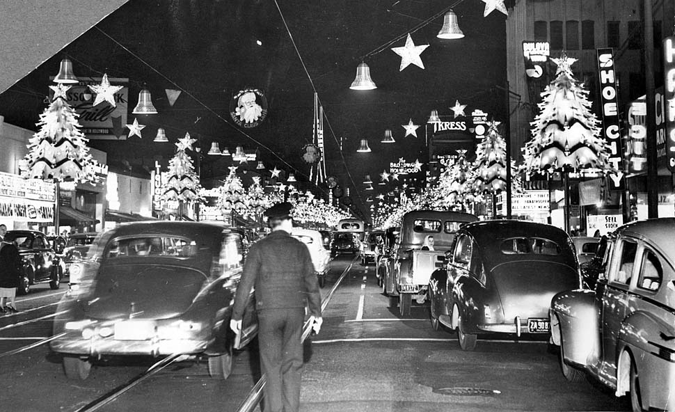 Nov. 28, 1952: Police officer watches traffic on Hollywood Blvd. after holiday lights were turned on. Photo looking east from McCadden Place. (Los Angeles Times Archives)